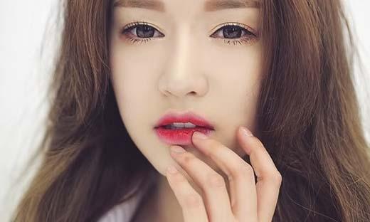 Bạn đang lo lắng khi đôi môi của mình ngày càng xấu đi. (Ảnh: Internet)