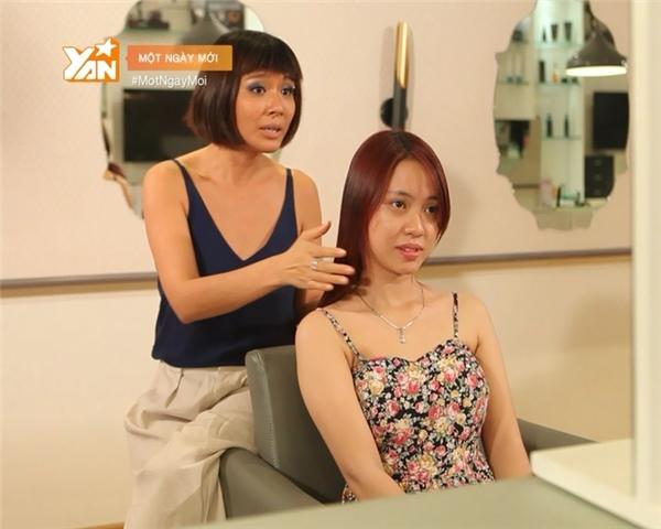 Các chuyên gia giúp Hà Thanh thay đổi ngoại hình.