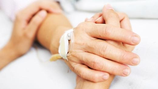 Người nhà cần tỉnh táo và giữ bình tĩnh để sơ cứu cho người đột quỵ.(Ảnh: Internet)