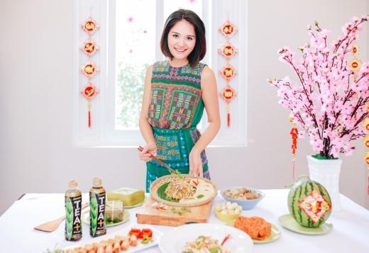 Hoa hậu Hương Giang và những món ăn nhẹ nhàng cho mâm cỗ Tết miền Bắc.