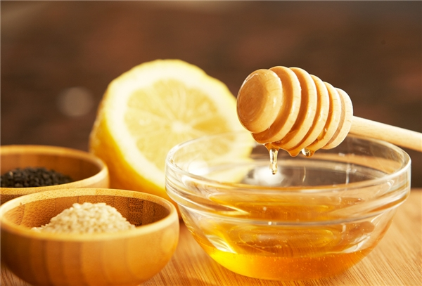 Mật ong làm sạch đường ruột và loại các chất thừa trong cơ thể.(Ảnh: Internet)