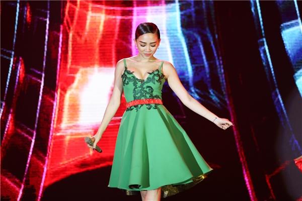 Tóc Tiên nổi bật khi diện bộ trang sức hơn 4 tỉ đồng đi sự kiện - Tin sao Viet - Tin tuc sao Viet - Scandal sao Viet - Tin tuc cua Sao - Tin cua Sao