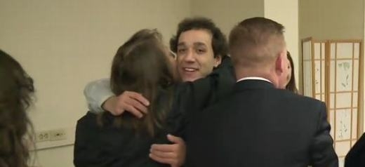 Justin đang cảm ơn mọi người. (Ảnh: ABC News)