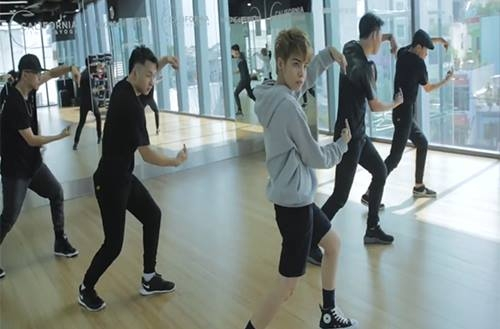 Vũ Cát Tường khoe tài vũ đạo cực chất với hit