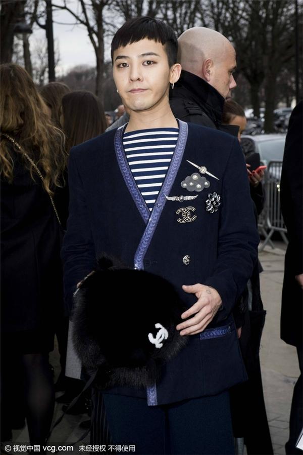 Mới đây, G-Dragon tiếp tục trở thành tâm điểm chú ý tại show diễn của Chanel tổ chức tại Anh.