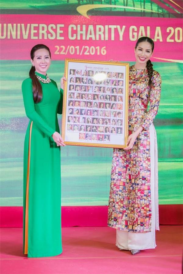 Hoa hậu Thu Hoài đã mua bức ảnh này với giá 120 triệu đồng. - Tin sao Viet - Tin tuc sao Viet - Scandal sao Viet - Tin tuc cua Sao - Tin cua Sao
