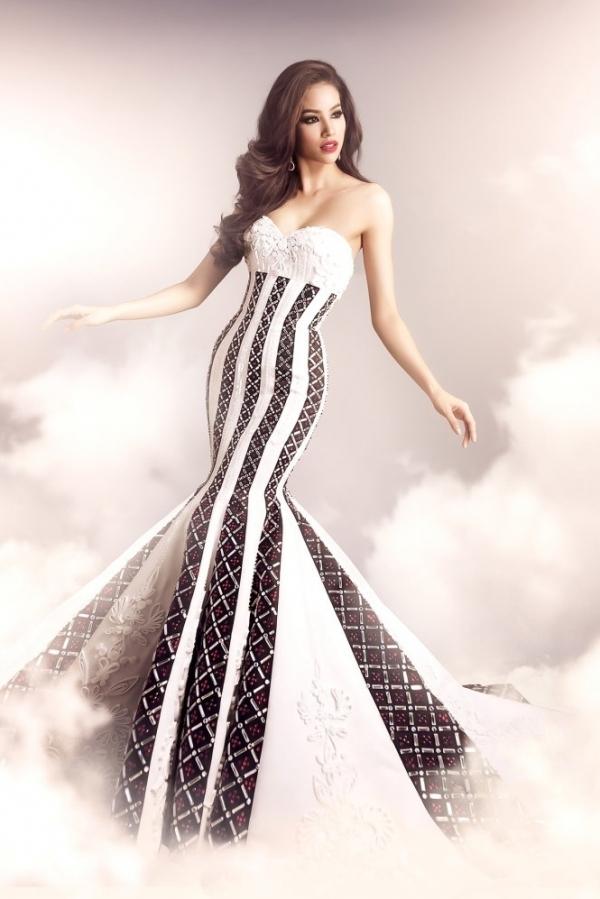Công Trí cũng là người thực hiện trang phục cho Phạm Hương dự thi Hoa hậu Hoàn vũ 2015.