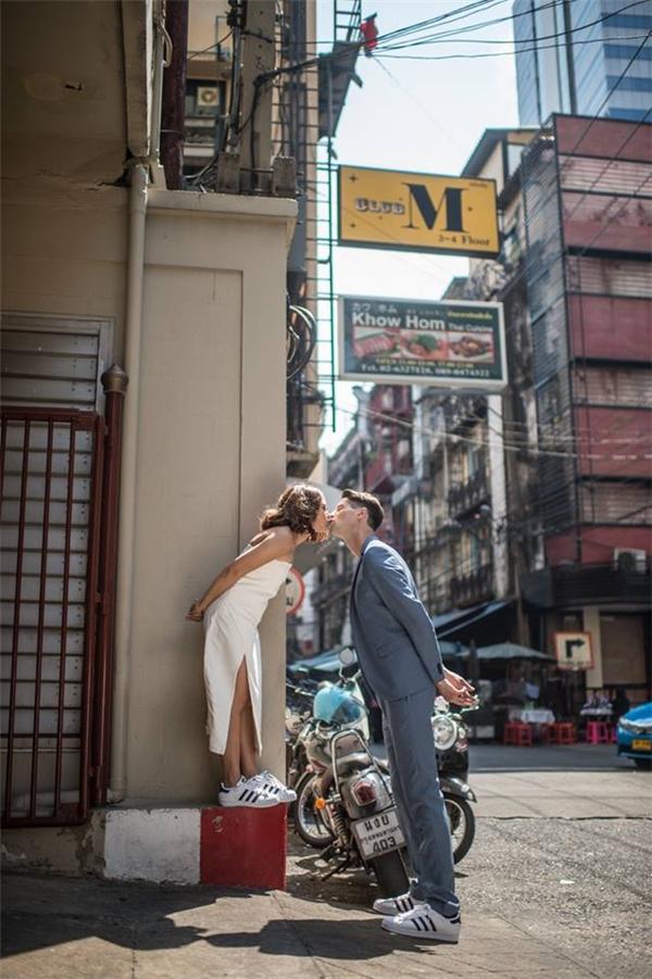 Những khoảnh khắc đáng ghen tị của cặp đôi chàng Âu - nàng Á.(Ảnh: SanitNitigultanon)