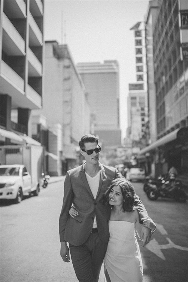 Thần thái của cả hai cũng là một điểm nhấn trong bộ ảnh cưới này.(Ảnh: SanitNitigultanon)