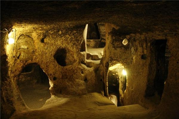 Derinkuyu được xây dựng từ đá nham thạch. (Ảnh: Internet)