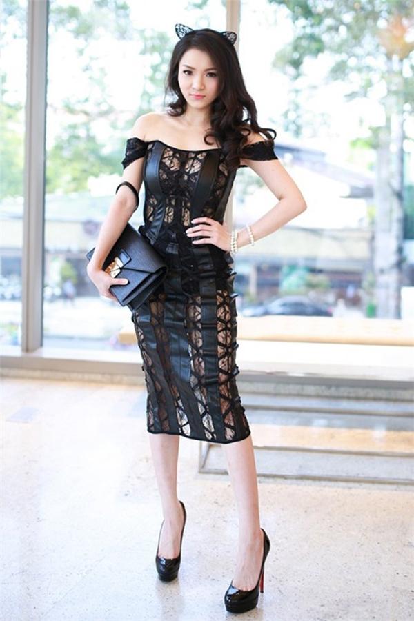 Nữ ca sĩ sinh năm 1989 thường có xu hướng lựa trang phục phô diễn vòng 1 - Tin sao Viet - Tin tuc sao Viet - Scandal sao Viet - Tin tuc cua Sao - Tin cua Sao