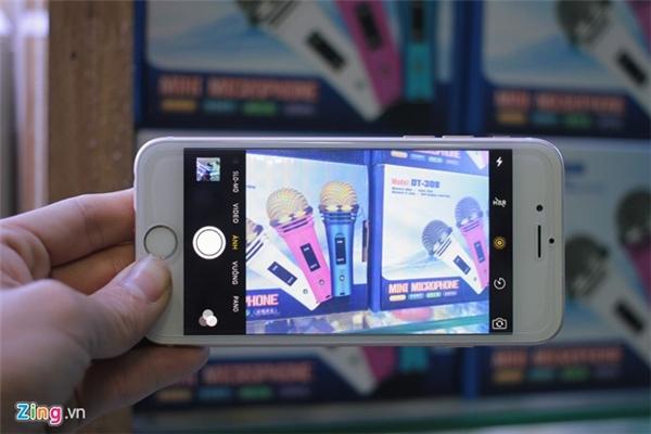 Giao diện máy ảnh cũng hoàn toàn giống với iPhone 6S.