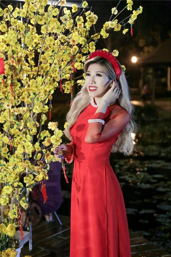 Chia sẻ về lí do chọn lựa áo dài làm trang phục trong MV, Trang Pháp lí giải, phụ nữ Việt luôn giữ cho mình nét đẹp cổ truyền lẫn hiện đại, vì vậy cô chọn lựa áo dài như một biểu tượng của người con gái Việt Nam. - Tin sao Viet - Tin tuc sao Viet - Scandal sao Viet - Tin tuc cua Sao - Tin cua Sao