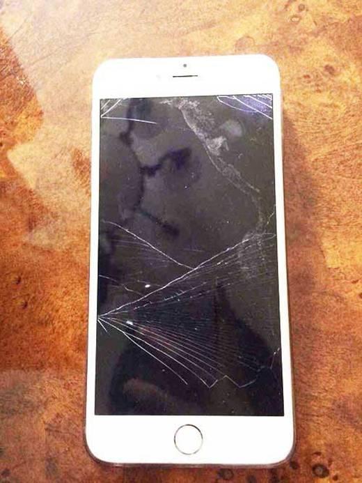 """Sự thật """"kinh hoàng"""" ẩn sau ảnh chụp chiếc điện thoại vỡ của người yêu"""