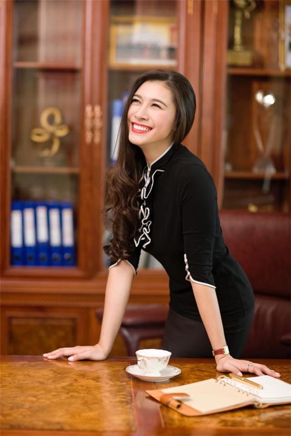 Nụ cười tươi tắn của nữ doanh nhân trẻ tuổi. (Ảnh: Internet)