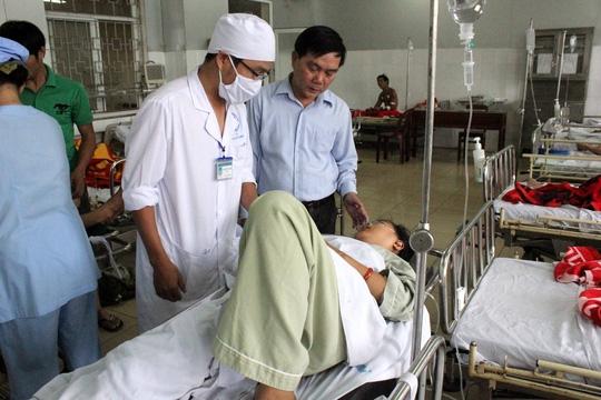 Một nạn nhân đang được chăm sóc tại bệnh viện. Ảnh: Internet