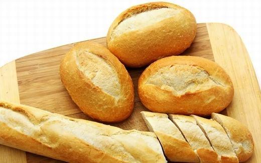 Trong vỏ bánh mì có nhiều chất tốt cho sức khỏe, đặc biệt là mái tóc. (Ảnh: Internet)
