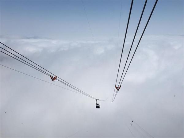 """Sáng 2/2, tuyến cáp treohiện đại bậcnhất thế giới trên đỉnh Fansipan đã chính thức đi vào hoạt động, đưa việc chinh phục """"nóc nhà Đông Dương"""" trở nên dễ dàng hơn với rất nhiều người. Ảnh: Internet"""