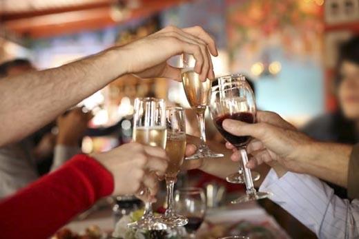 Các buổi tiệc tùng sẽ trở nên vô vị nếu như không có các thứ đồ uống có cồn này.(Ảnh: Internet)
