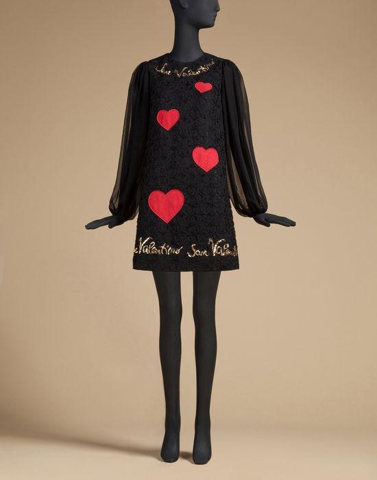 Các thiết kế dành cho mùa Valentine của Dolce and Gabbana sử dụng họa tiết trái tim làm chủ đạo.