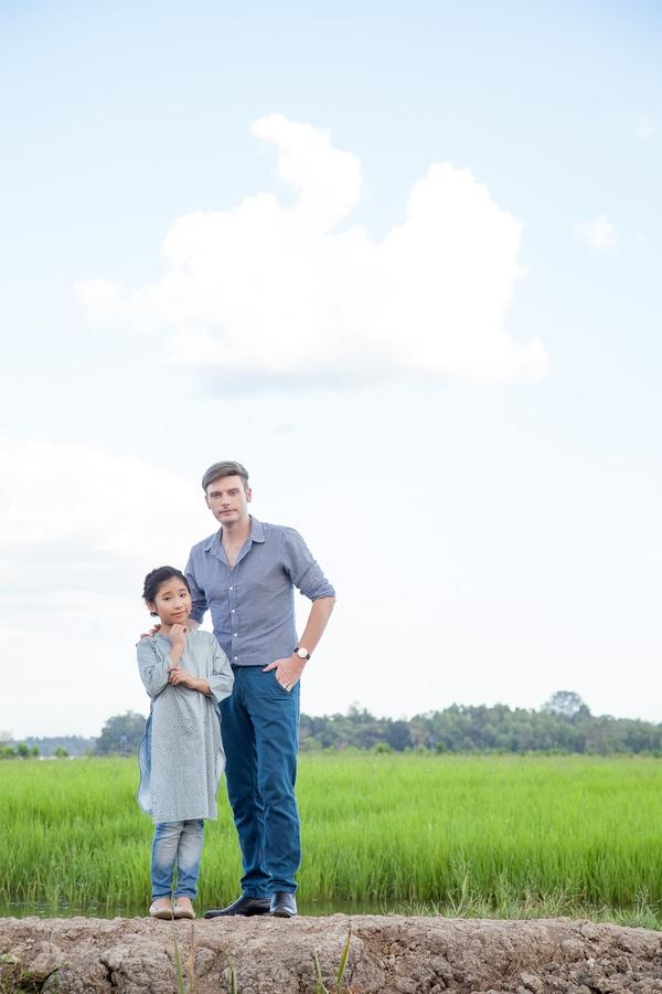 Hai thầy trò Kyo York - Uyên Nhi đã bắt tay nhau thực hiện MV Mừng tuổi mẹ nhân dịp Tết về. - Tin sao Viet - Tin tuc sao Viet - Scandal sao Viet - Tin tuc cua Sao - Tin cua Sao