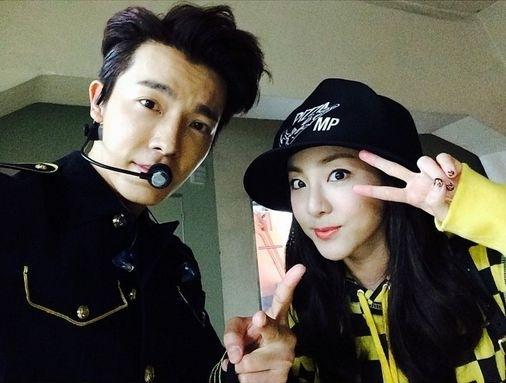 """Dù trực thuộc hai công ty được xem là đối thủ """"không đợi trời chung"""" nhưng tình bạn của Donghae và Dara, fan Kpop không ai là không biết. Cả hai luôn ủng hộ những hoạt động của đối phương. Chị cả 2NE1 vài lần bị bắt gặp ngồi trên hàng ghế khán giả xem Super Show của cậu bạn thân thiết. Trong khi đó, Donghae luôn gọi Dara là """"cô bạn 10 năm"""" chứng tỏ tình bạn thâm giaothân thiết. Cả hai không chỉ khiến các fan ngưỡng mộ mà đôi khi còn """"tình yêu hóa"""" mong chờ một cái kết viên mãn dành cho cặp đôi này trong tương lai."""