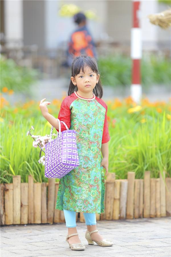 Bé An Như - con gái út của Bình Minh, cô bé năm nay đã hơn 3 tuổi. An Như sở hữu chiều cao của bố cùng nét duyên dáng của mẹ. - Tin sao Viet - Tin tuc sao Viet - Scandal sao Viet - Tin tuc cua Sao - Tin cua Sao