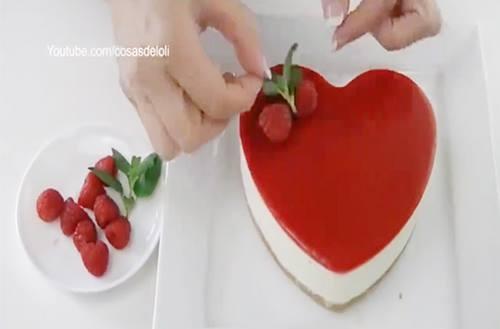 Tự tay chế biến bánh dâu cho ngày lễ tình nhân