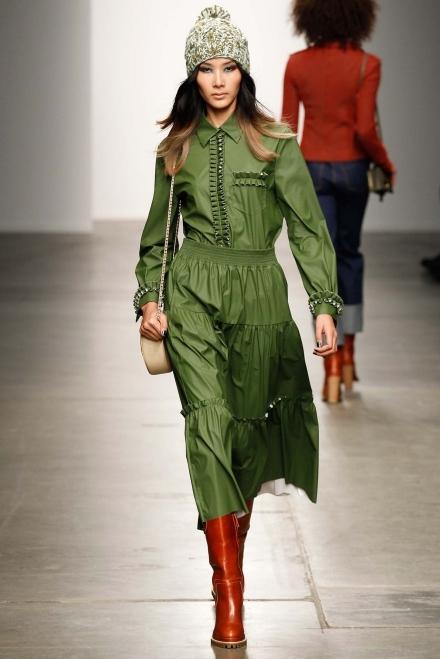 Hoàng Thùy sải bước trong show diễn của Karen Walker tại New York Fashion Week. - Tin sao Viet - Tin tuc sao Viet - Scandal sao Viet - Tin tuc cua Sao - Tin cua Sao