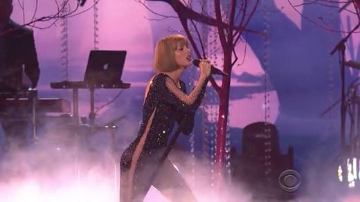 Cận cảnh màn trình diễn đầy chỉ trích của Taylor Swift tại Grammy 2016
