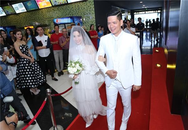 """""""Đám cưới"""" của Bình Minh và Diễm My được diễn ra trong tiếng hò reo phấn khích từ đông đảo khách mời và người hâm mộ. - Tin sao Viet - Tin tuc sao Viet - Scandal sao Viet - Tin tuc cua Sao - Tin cua Sao"""