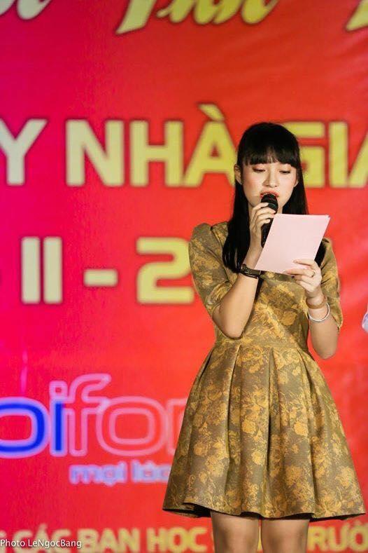 Khánh Vy làm MC cho một chương trình kỉ niệm ngày 20/11