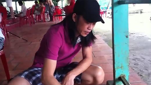 Thích thú với hình ảnh quần đùi tóc dài nướng tôm của NSƯT Hoài Linh