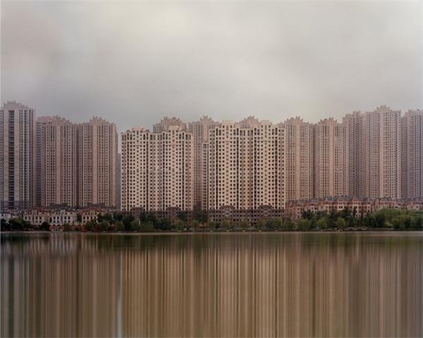 Năm 2015, Caemmerer đã đến Quận Kangbashi tại thành phố Ordos, Quận Yujiapu gần thành phố Thiên Tân và khu dân cư Hồ Meixi gần thành phố Trường Sa (tỉnh Hồ Nam, Trung Quốc) và đã chụp lại những tấm hình đặc sắc.