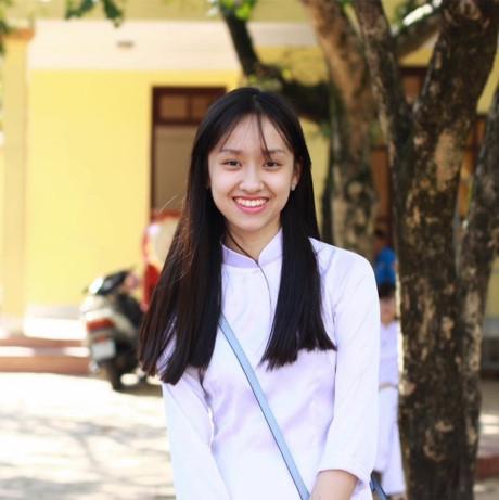 Bạn Minh Xuân xinh xắn trong tà áo dài.(Ảnh: Internet)