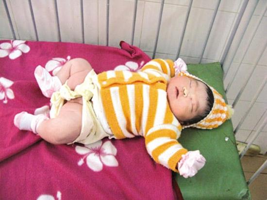 Em bé nặng 7kg đang giữ kỉ lục trẻ sơ sinh nặng nhất Việt Nam tính từ năm 2008 cho tới nay.(Ảnh: Internet)