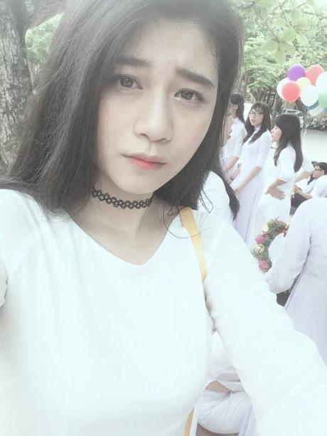 Đinh Thùy Vinh hiện đang học lớp chuyên Anh. (Ảnh: Internet)