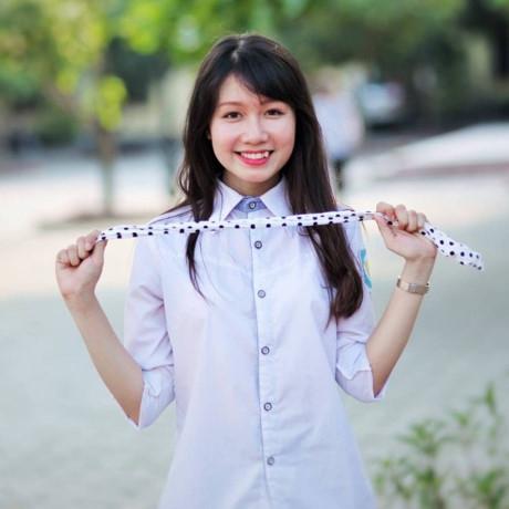 Bạn gái rất duyên với chiếc răng khểnh Nguyễn Thị Phương Anh từ lớp chuyên Sử. (Ảnh: Internet)