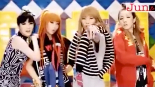 2NE1 cùng các nghệ sĩ nước ngoài