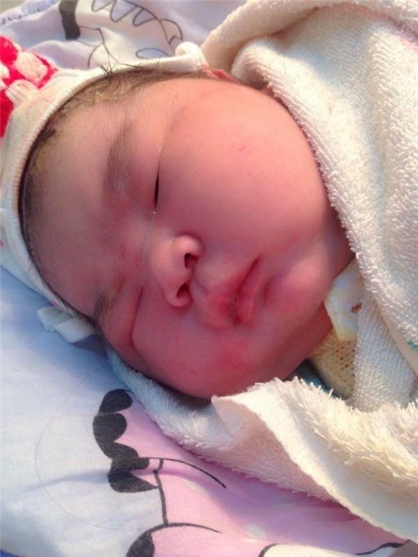 Sự chào đời của em bé nặng 6,1 kg đang nhận được rất nhiều sự quan tâm và tò mò. (Ảnh: Internet)