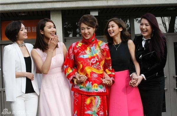 Hoa đán TVB Chung Gia Hân hạnh phúc trong ngày cưới giản dị