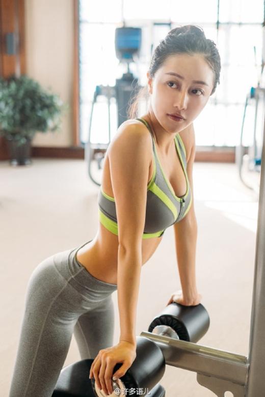 Được biết cô còn tập balê và nổi tiếng nhờ những hình ảnh quyến rũ trong phòng tập. (Ảnh: Internet)
