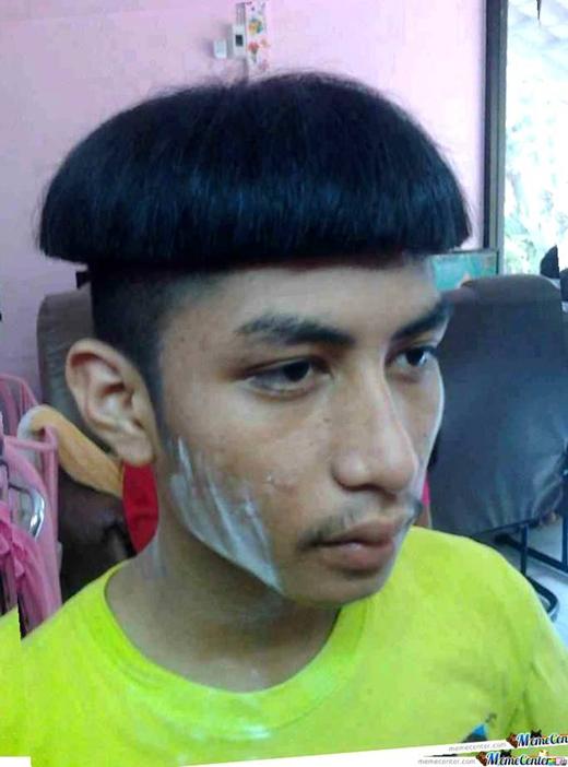 Anh chàng này có vẻ không mấy ấn tượng với kiểu tóc mới của mình. (Ảnh: Internet)