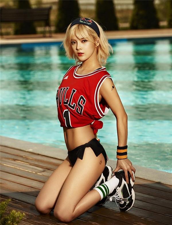 Xuất thân là người mẫu, không có gì khó hiểu khi 9Muses tích cực theo đuổi hình tượng quyến rũ, khoe thân hết cỡ. Thân hình chuẩn không cần chỉnh của các cô gái không ít lần khiến cộng đồng fan Kpop mê mẩn.