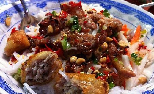 Nơi đây cũng khá nổi tiếng với những món ăn gốc Huế.(Ảnh: Internet)