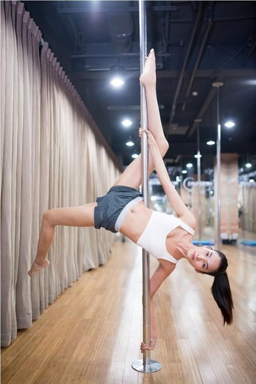 Để có được hình thể đẹp và đạt chuẩn người mẫu quốc tế, Hoàng Thùy đã dành khá nhiều thời gian cho việc rèn luyện thể dục thể thao. - Tin sao Viet - Tin tuc sao Viet - Scandal sao Viet - Tin tuc cua Sao - Tin cua Sao