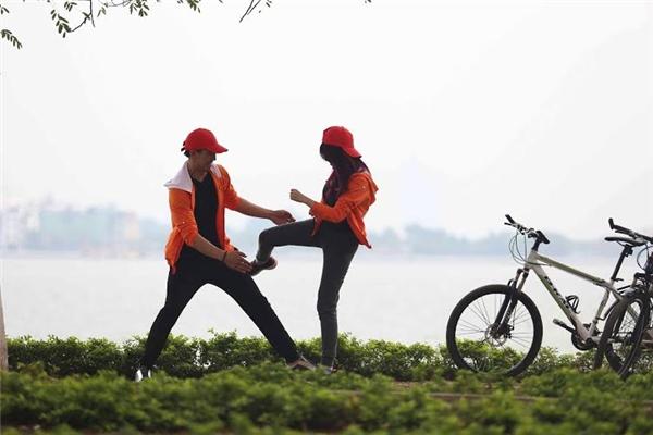 Pha Lê – Hà Việt Dũng hào hứng đạp xe. - Tin sao Viet - Tin tuc sao Viet - Scandal sao Viet - Tin tuc cua Sao - Tin cua Sao