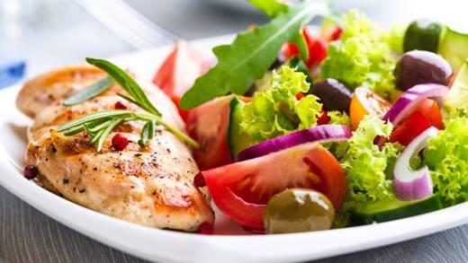 Một chế độ ăn uống lành mạnh sẽ giúp bảo vệ cơ thể khỏi bệnh tật. (Ảnh: Internet)