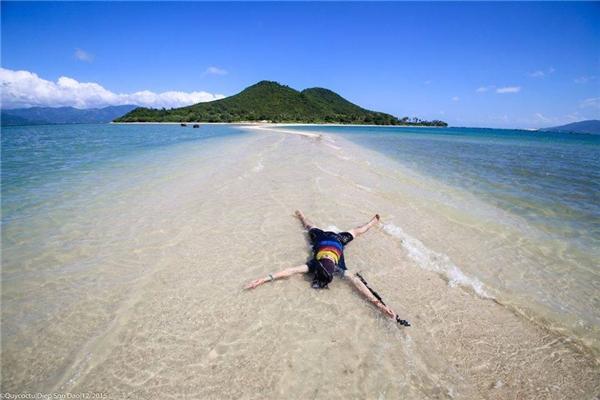 Tuy chưa khai thác du lịch nhưng đảo Điệp Sơn rất an ninh, người dân cũng rất thân thiện.(Ảnh: Internet)