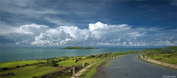 Phú Quý (còn gọi là cù lao Thu hay cù lao Khoai Xứ) là một đảo có diện tích 16.5 km² nằm ngoài khơi bờ biển Nam Trung Bộ thuộc Việt Nam. Quần đảo này nằm dưới sự quản lí của huyện Phú Quý, tỉnh Bình Thuận.(Ảnh: Internet)